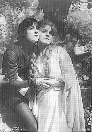 Post_Card_Asta_Nielson_as_Hamlet_and_Lilli_Jacobsson_as_Ophelia_001.36493104_large