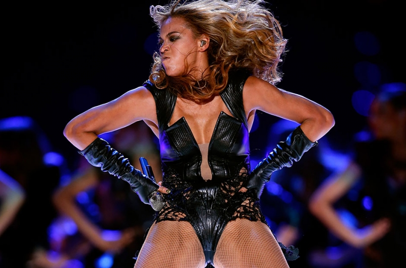 130204-beyonce-super-bowl-crotch